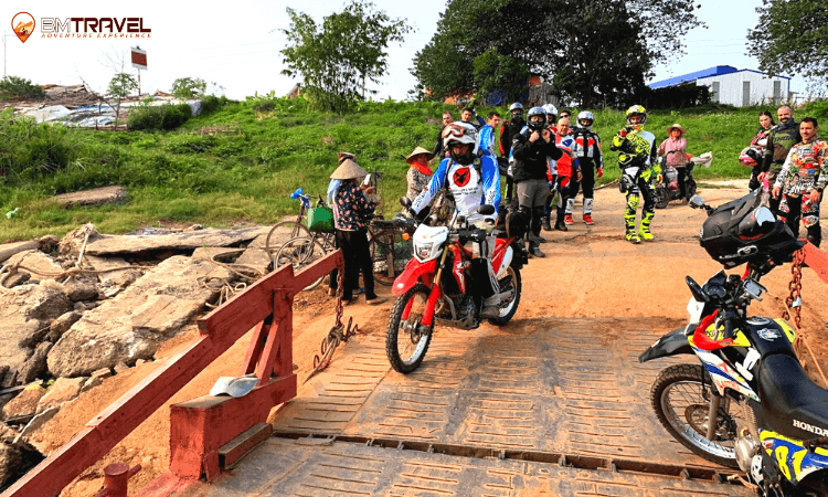 Off-road vietnam motorbike tour