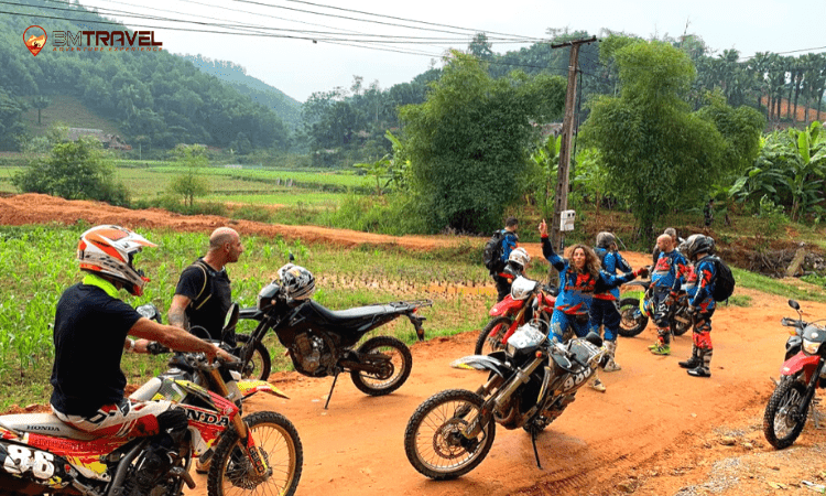 Hanoi motorbike tours to Cuc Phuong national park -1